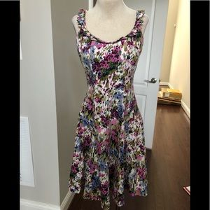 BEAUTIFUL FLORAL DRESS WITH TRIANGULAR NECKLINE AC